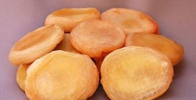 White or Yellow Peaches Premium